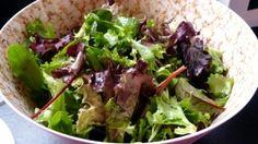 Mit Vitaminen durch trübe Tage: grüner Haufen Salat bei Julia.  http://mixxedgreens.de/?p=628#comments