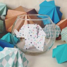 Disponible avec tous ces petits copains sur etsy. #éléphant#origami#décoration#création#créatrice#graphique#pliage#paperart#paper#papier#brunchdescréatrices# by emily_decoration