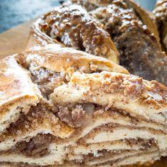 Nut Bread Recipe, Bread Recipes, Breakfast For Dinner, Easy Healthy Breakfast, Swiss Recipes, German Baking, Braided Bread, Recipe Instructions, Food Platters