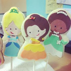 Disney Princess Sugar Cookies   http://www.disneyeveryday.com/disney-princess-sugar-cookie-pops/#