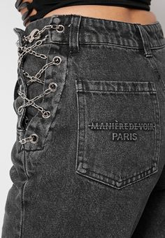 Custom Clothes, Diy Clothes, Clothes For Women, Mom Jeans Black, Jeans With Chains, Jeans Refashion, Diy Jeans, Diy Fashion, Fashion Outfits
