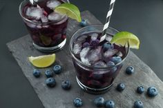 It& not quite blueberry season, but that doesn& mean you can& enjoy this refreshing blueberry lime margarita! Feel free to use frozen, until fresh are readil Blueberry Drinks, Blueberry Tea, Blueberry Cocktail, Blueberry Season, Healthy Cocktails, Refreshing Cocktails, Drinks Alcohol Recipes, Non Alcoholic Drinks, Mocktail Drinks