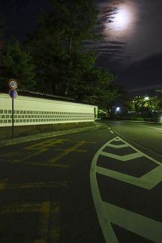2017年の誕生日は中秋の名月 金沢成巽閣脇に昇る見事な月の光景 Kanazawa, Scenery, Track, Landscape, Runway, Truck, Running, Paisajes, Track And Field