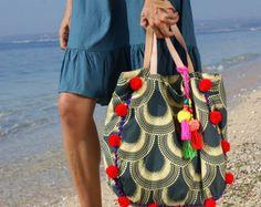 Pompom beach bag& tote bags& beach by JavaSpirit Yoga Bag, Handmade Purses, Bohemian Beach, Boho Bags, Summer Bags, Western Wear, Casual Chic, Beach Yoga, Textiles
