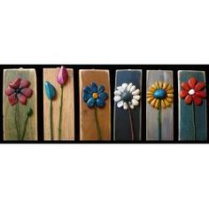 Bufalini - love these simple flowers on distressed wood Hobbies And Crafts, Diy And Crafts, Arts And Crafts, Stone Crafts, Rock Crafts, Pebble Painting, Stone Painting, Rock Flowers, Simple Flowers