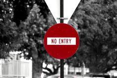 'Road sign 'No entry' - New Zealand' von stephiii bei artflakes.com als Poster oder Kunstdruck $15.68