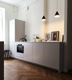 Personal and customizable kitchens. A.S.Helsingö Ingarö kitchen in Feather Grey. Built on IKEA METOD cabinet frames. Check our site for more kitchen inspiration! For more inspiration click on the image.