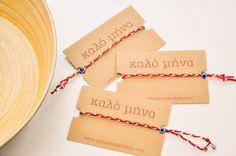С приходом первого месяца весны в Греции существует красивый обычай. Считается, что он возник в Древней Греции, в частности, во время Элевсинских мистерий. Посвященные Элевсинских мистерий  завязывали скрученные воедино белые и красные нити на правую руку и левую ногу. Little Boxes, Knots, Macrame, Jewlery, Arrow Necklace, Crafts For Kids, Baba Marta, Bracelets, Creative Things