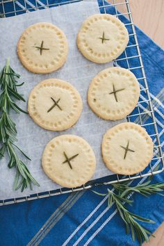 No cookie does butter and sugar quite as well as the shortbread cookie does. Even if you're a snickerdoodle,