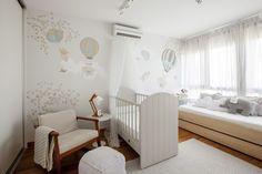 quarto-bebe-neutro-branco-marcenaria-berço-cama-poltrona (Foto: Zega/Divulgação)