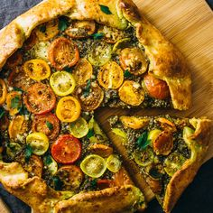 Breanne - Make this easy savory galette with pesto, heirloom tomatoes, and a flaky crispy parmesan crust. Includes simple instructions for galette dough. Tomato Pie, Tomato Pesto, Vegetarian Recipes, Cooking Recipes, Healthy Recipes, Healthy Food, Cooking 101, Oven Recipes, Veggie Recipes