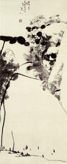 清代 - 朱耷 ( Zhu Da, 1626~1705 ) - 《水木清華圖》 (120 x 50.6 公分)        水木清華指的是林園池塘清麗的景色,取自晉代謝叔源《遊西池》中的「水木湛清華」。《水木清華圖》的構圖相當險怪,畫幅右側上方突出了一塊厚重的石頭,上面還盛開著幾朵花;左側則是兩根荷莖沿著畫幅直上,在中央彎向石頭,形成平衡,再用荷葉掩映著,襯托出綻放的蓮花,顯現出豐富的視覺效果。畫面險中求穩,別具情趣,是朱耷創作巔峰時的作品。現藏南京博物院。