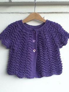 Ravelry: Wonder Wave – Knitting patterns, knitting designs, knitting for beginners. Baby Knitting Patterns, Baby Cardigan Knitting Pattern, Knitting For Kids, Baby Patterns, Free Knitting, Crochet Cardigan, Ravelry, Sweater Design, Baby Sweaters