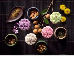 Celebrating the Chinese Mid-Autumn festival with succulent mooncakes from The Pan-Pacific Hotel Singapore : Our Hazelnuts with Honey and Grapefruit snowskin mooncake