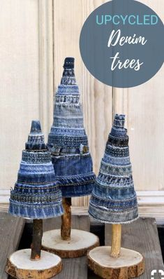 Blue Christmas decor with denim 2019 Blue Christmas decor with denim The post Blue Christmas decor with denim 2019 appeared first on Denim Diy. Recycled Christmas Decorations, Blue Christmas Decor, Xmas Decorations, Christmas Art, Christmas Projects, Winter Christmas, All Things Christmas, Holiday Crafts, Christmas Ornaments