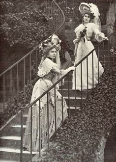 Two women dressed for a special event held at Marie Antoinette's hamlet, Vintage Pictures, Old Pictures, Old Photos, Victorian Pictures, Vintage Outfits, Vintage Dresses, Belle Epoque, Edwardian Fashion, Vintage Fashion