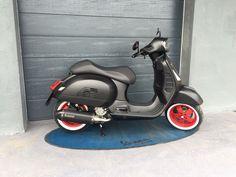 Bilder von umgebauten Modern-Vespa mit viel Zubehör von TAI-Bikeparts!