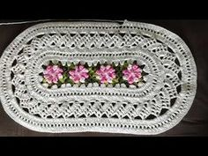 Filet Crochet, Crochet Doilies, Crochet Flowers, Crochet Table Runner, Lace Table Runners, Tapete Floral, Crochet Videos, Rosettes, Knitting Patterns