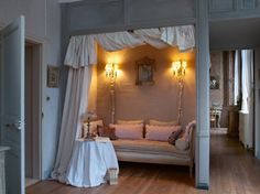 Alcove bed in French chateau