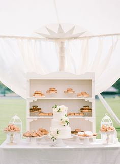 23 Ways to Serve Donuts at Your Wedding That Your Guests Will Love! These fun reception desserts are a creative alternative to classic wedding cake. Wedding Donuts, Wedding Desserts, Fun Desserts, Wedding Cakes, Wedding Buffets, Wedding Appetizers, Wedding Receptions, Beignets, Wedding Cake Alternatives