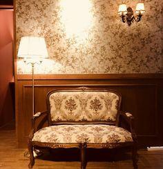 안녕하세요😊 익선동에 위치한 개화기 경성시대 의상대여 전문점 경성의복입니다. 경성의복은 여러분을 맞이하기위해 열심히 꽃단장하고있어요.😀 멋진모습으로 찾아뵐게요. 8월 24일 오픈! #경성의복 #익선동#이색데이트 #경성시대 #의상대여 #복고풍… Small Space Interior Design, Interior Design Living Room, Fashion Project, Small Spaces, Interiors, Mood, Bedroom, Chair, Classic