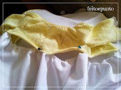 Muchos modelos de vestidos para bautizo combinan faldón de tela con parte  de arriba de punto 4ee5d5e2751