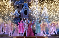 Disneyland Paris features special entertainment during the holidays, including Princess Aurora's Christmas Wish, in which Aurora's three fairy godmothers argue over the color of the castle. The end result? A glittering castle, covered in thousands of lights