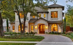 A Tuscan style house may be a dream come true for any lover of Italy. There are several factors that help contribute to a Tuscan house style. Modern Mediterranean Homes, Tuscan Style Homes, Tuscan House, Style At Home, Style Toscan, Stucco Exterior, Exterior Design, Stucco Homes, Gray Exterior