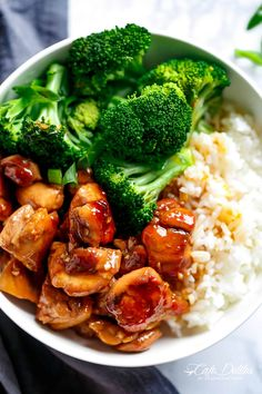Easy Teriyaki Chicken Teriyaki Chicken is a super easy chicken recipe cooked in with no marinading! Crispy skinless chicken thighs stir-fried and swimming in a beautiful flavoured homemade teriyaki sauce. A hint of garlic Best Teriyaki Chicken Recipe, Teriyaki Chicken Rice Bowl, Chicken Rice Bowls, Homemade Teriyaki Sauce, Healthy Chicken Recipes, Asian Recipes, Cooking Recipes, Teriyaki Rice, Terriyaki Chicken Bowl