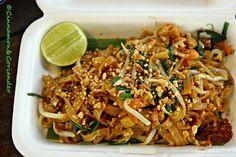 Das BESTE Pad Thai Rezept Authentisches Pad Thai Bangkok Style Cinnamon&Coriander The post Das BESTE Pad Thai Rezept appeared first on Nudeln Rezepte. Thai Recipes, Asian Recipes, Chicken Recipes, Vegetarian Recipes, Best Pad Thai Recipe, Authentic Pad Thai Recipe, Vegan Pad Thai, Pad Thai Sauce, Thai Salads