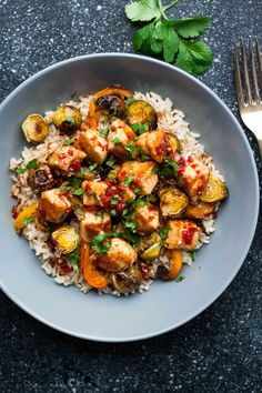 Brussels and Halloumi Bowls. Sweet Chili and Halloumi Brussels Sprout Bowls Entree Recipes, Milk Recipes, Beef Recipes, Vegetarian Recipes, Dinner Recipes, Healthy Recipes, Dinner Ideas, Sweet Chilli Sauce, Sweet Chili