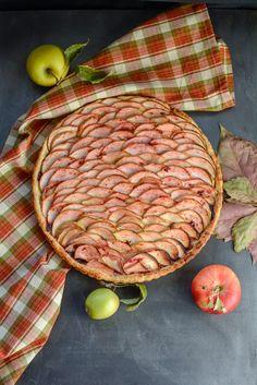 E post si aveti chef de ceva dulce si inedit? Voila: ce ziceti de o tarta cu mere? Promit sa va tin si putin in bucatarie, si sa va ... Deserts, Beef, Food, Mariana, Pie, Meat, Essen, Postres, Meals