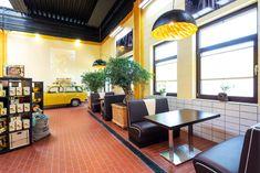Leuchten der Marke s.LUCE sind eine Moderne und Effektive Beleuchtungsmöglichkeit für Ihren Gewerblichen- sowie Wohnbereich. Restaurant, Modern, Conference Room, Table, Furniture, Home Decor, Fine Dining, Living Area, Lighting
