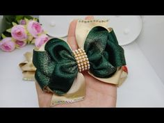 laço luxuoso/ COLEÇÃO FESTAS - YouTube Ribbon Hair Bows, Diy Ribbon, Diy And Crafts, Arts And Crafts, Paper Flower Tutorial, Hair Beads, Diy Bow, My Face Book, Paper Flowers