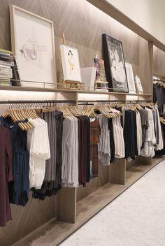 Минималистичный шопинг как философия: вопросы, которые помогут вам сэкономить деньги и пространство в собственном шкафу, избавив от ненужных покупок.
