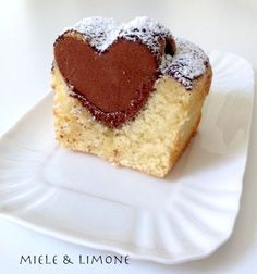 Plumcake Cuore di cacao | Miele & Limone Sweet Recipes, Cake Recipes, Dessert Recipes, Inside Cake, Cooking Cake, Plum Cake, Sweet Cakes, Something Sweet, Cakes And More