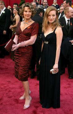 Julie Christie Photos - Actresses Julie Christie (L) and Sarah Polley arrive at the Annual Academy Awards held at the Kodak Theatre on February 2008 in Hollywood, California. Sarah Polley, In Hollywood, Hollywood California, Julie Christie, Best Director, Moving Pictures, Bridesmaid Dresses, Wedding Dresses