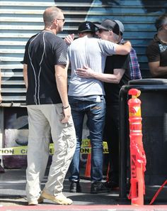 New photos: Robert Pattinson and David Cronenberg hug it out on the MTTS set - Maps to the Stars