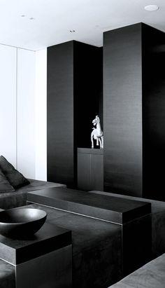 Very bold interiors in black : Yet very chic & classy. Interior Exterior, Home Interior Design, Black And White Interior, Dark Interiors, Space Architecture, Minimalist Interior, Contemporary Interior, Interiores Design, Decoration