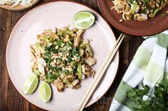 If you like the tastes of exotics, you have to try this healthy and easy chicken pad thai for sure. Tofu, Pollo Pad Thai, Recipes With Chicken Meat, Thai Street Food, Rich In Protein, Tasty, Yummy Food, Light Recipes, Food Videos