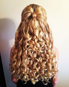 Holiday bow and curls Curls For Long Hair, Super Long Hair, Long Curly Hair, Curled Hairstyles, Pretty Hairstyles, Wedding Hairstyles, Beautiful Long Hair, Beautiful Women, Pentecostal Hairstyles