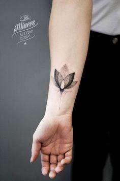 Pontilhada Lotus Tatuagem no Antebraço