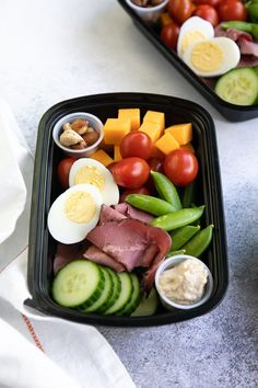 Picnic Ideas Discover Protein Snack Packs - Lunch Meal Prep lunch meal prep tray with cheese nuts cherry tomatoes sugar snap peas cucumber hummus deli meat and hardboiled egg High Protein Recipes, Lunch Recipes, Healthy Dinner Recipes, Diet Recipes, Cooking Recipes, Cooking Ham, Cooking Steak, Lunch Meal Prep, Healthy Meal Prep