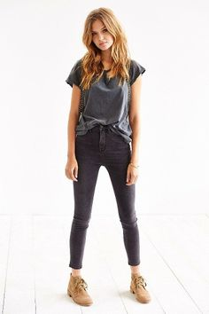 BDG Twig Super High-Rise Jean - Washed Black