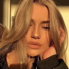 grafika girl+girls+baddie, baddies+luxury+hair, and cute+beauty+fashion Skin Makeup, Beauty Makeup, Hair Beauty, Real Beauty, Aesthetic Makeup, Aesthetic Girl, Mode Poster, Insta Photo Ideas, Pretty Face