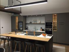 Création d'une cuisine sur mesure avec îlot centrale ouverte sur le salon et la salle à manger