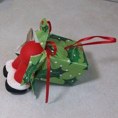 I see Santa s butt ornament.