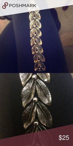 Vintage leaf bracelet Gorgeous. Costume jewelry. Jewelry Bracelets