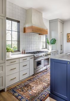 Star & Cross Kitchen Backsplash | Installation Gallery | Fireclay Tile