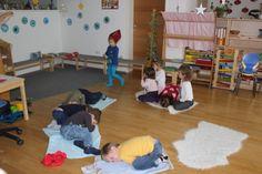 Nikolaus hat viel zu tun - Nikolaus, Kinder, Kind, Haus, Klingelingeling, Teil - Zellberger Zwergenhaus Day Care, Gymnastics, Fall, Christmas, House, Ideas
